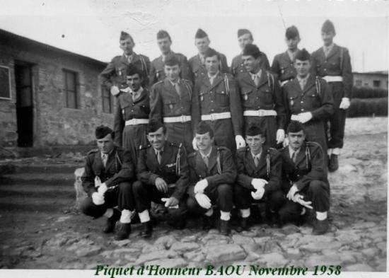 1958 - Baiou - piquet d'honneur