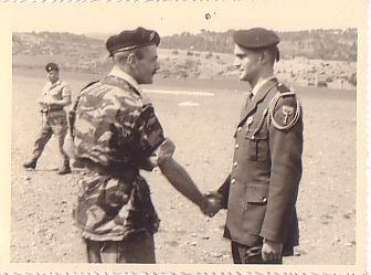 Les insignes de béret  S-lt-meslin-remise-croix-valeur-militaire-3