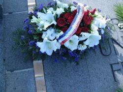 94-ri-paris-2012-gerbe-tombe-du-soldat-inconnu-gros-plan.jpg